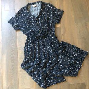 Universal Thread Navy Blue Floral Jumpsuit Size 2X